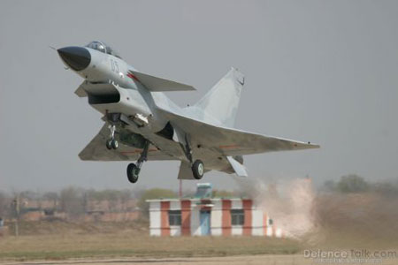 Китайский истребитель J-10A на старте