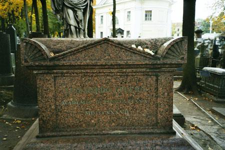 Надгробный памятник Л.Эйлера в Некрополе при Свято-Троицкой Александро-Невской лавре в Санкт-Петербурге