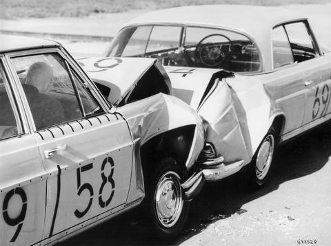 Первые краш-тесты Mercedes-Benz