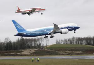 2009_1215_Boeing_787_Dreamliner_06