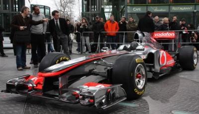 Фотография с презентации нового болида MP4-26 команды Vodafone McLaren Mercedes