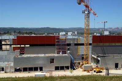 В настоящее время во Франции строится большой термоядерный реактор ITER