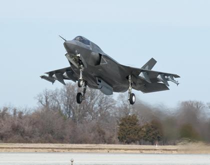 Малозаметный истребитель-бомбардировщик Lockheed Martin F-35 Lightning II