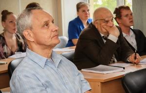 Проф. С.Ф. Бурдаков (слева) и проф. В.А. Пальмов (справа)