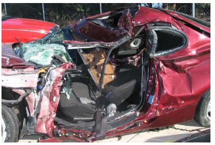 Характерные деформации автомобилей при фронтальном столкновении с малым перекрытием