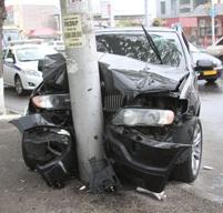 Характерные повреждения автомобилей при фронтальном столкновении с существующими мачтами дорожного освещения при высоких скоростях