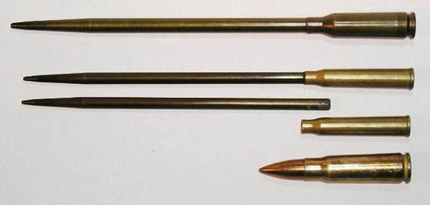 Сверху вниз: МПС, патрон СПС для пистолета СПП-1, пуля и гильза СПС, обычный патрон 7,62x39