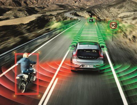 Две головы лучше. Электронные помощники уберегут водителя от ошибок и аварий