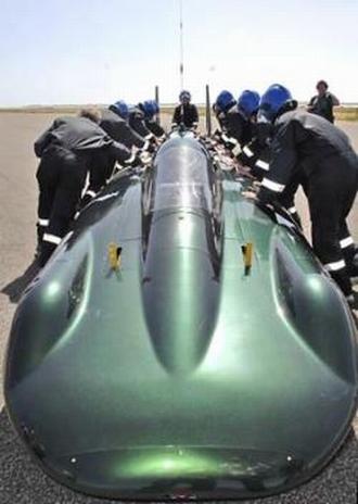 Паровой двигатель Inspiration должен разогнать машину до скорости 274 километра в час