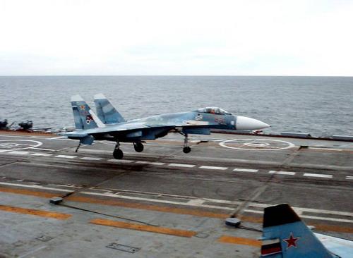 Посадка истребителя Су-33 на ТАВКР